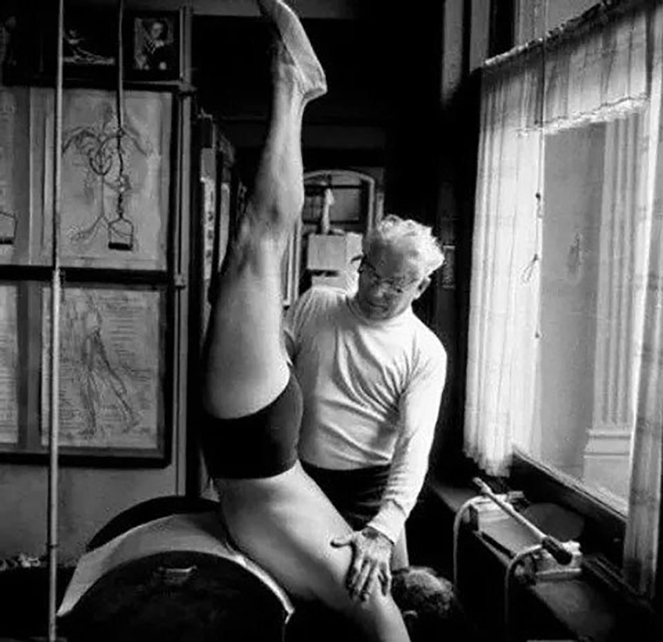 Joseph Pilates esercizio uomo